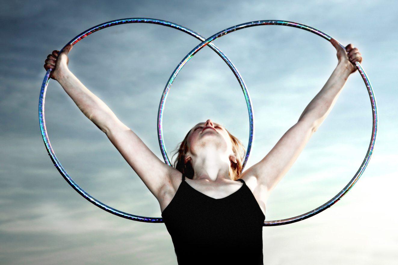 lindsikay hula hoop dancer circus bend oregon performer entertainment