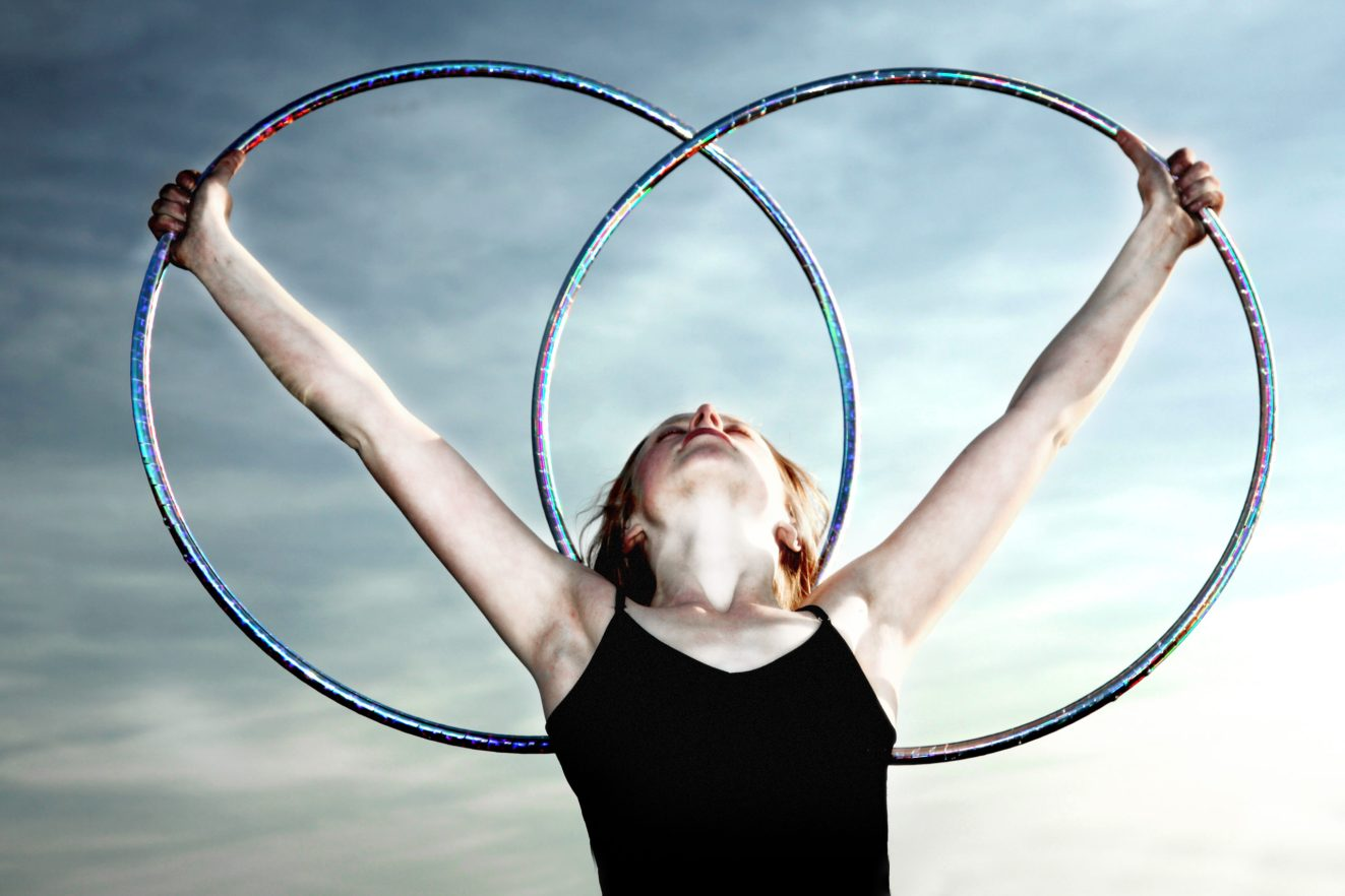 lindsikay hula hoop dancer circus bend oregon performer entertainment