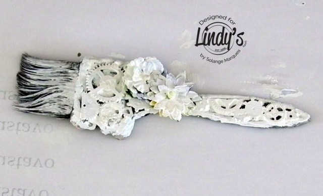 altered paint brush by Solange Marques with Lindy's Gang products-03