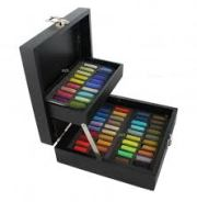 Travel box of pastels