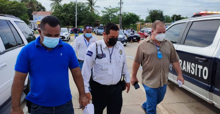 They thunder for checkpoints!  Transportistas demonstrate and accuse municipal police of extortionists.
