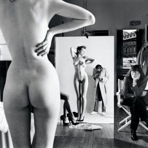 """""""Autorretrato con esposa y modelos"""", de Helmut Newton (1981)."""