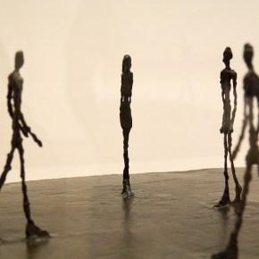 Los seres sin sombra de Alberto Giacometti.