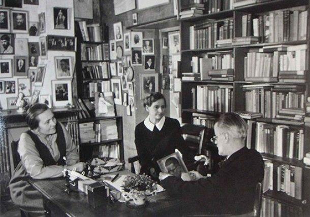 James Joyce con Sylvia Beach y Adrienne Monnier, 1938.