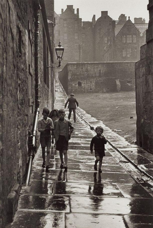 Niños en una calle de Newcastle, 1936.