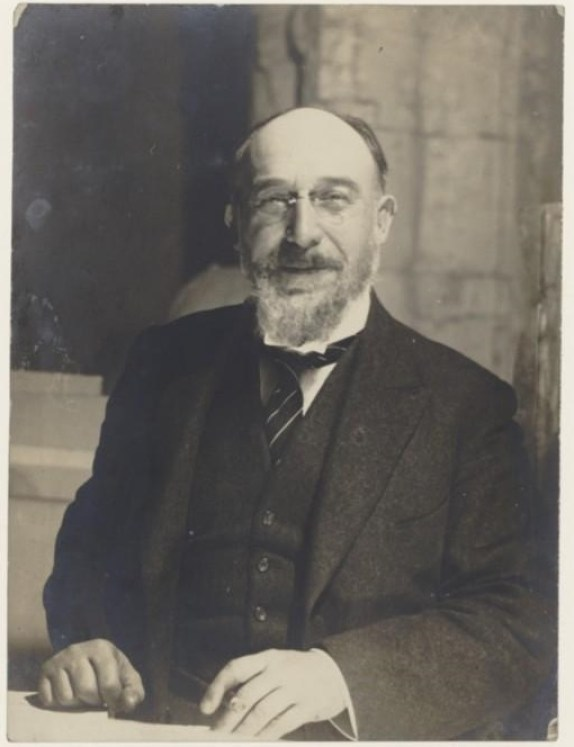 Erik Satie según Man Ray.