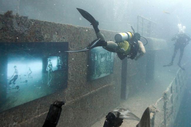 υποβρύχια έκθεση τέχνης2