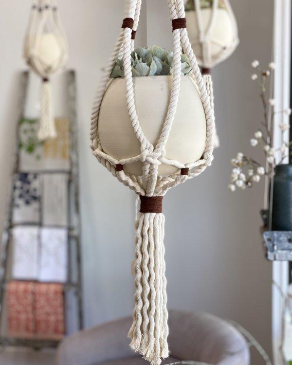 L'Impatience - Round vases with macrame hanger