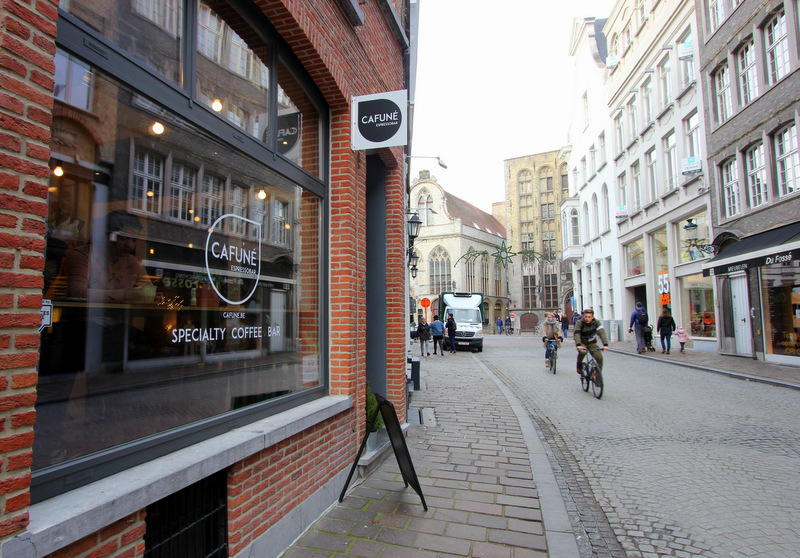 Cafune coffee bar in Bruges