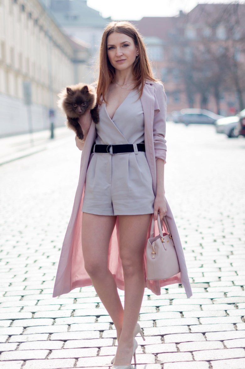 Lucy-Van-Dean-Fashion-blogger-spring-outfit-dust-pink-trench-1325x2000