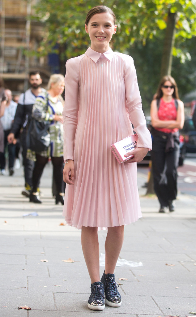 rs_634x1024-140917100051-634-street-style-pink-pleats-lfw-jl-091714