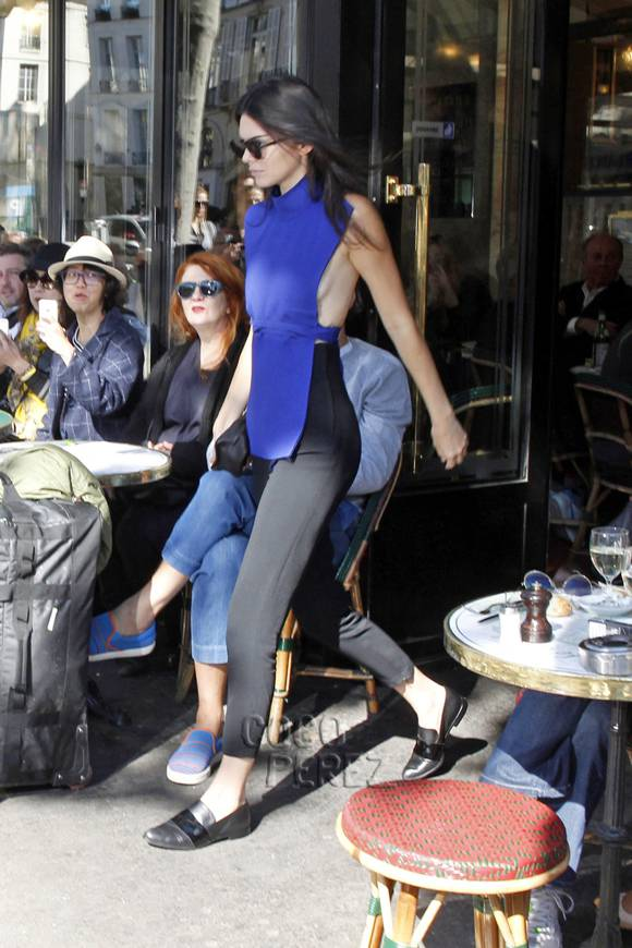 kendall-jenner-paris-street-style-pcn-1-4(1)__oPt