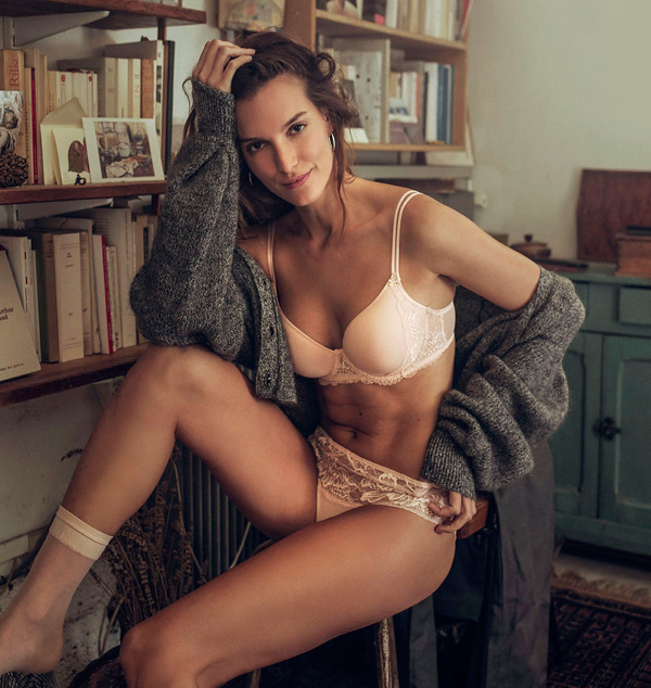New Promesse 3D Plunge and Boyshort by Simone Perele featured on Lingerie Briefs