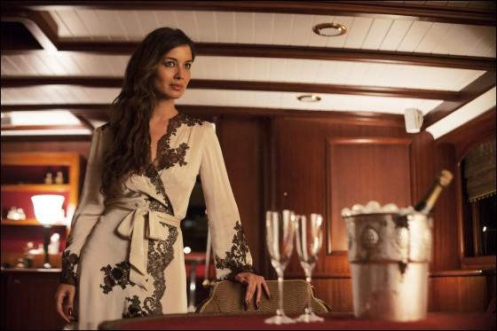 2012年に公開された映画『007スカイフォール』では、ベレニス・マーロウ演じるボンドガールが、ボンドとの密会にCarine Gilsonのガウンを着ていました。○CCarine Gilson