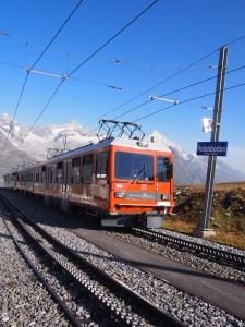 雪山とゴルナーグラート鉄道