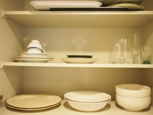 食器棚内部