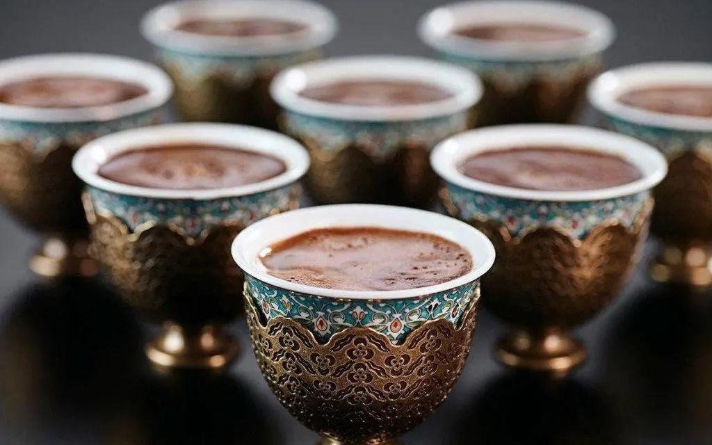 عشاق «القهوة» حول العالم يحتفلون بيوم محبوبتهم «السمراء»