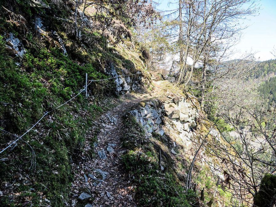 Felsenweg - Blick zurück: von dort oben sind wir gekommen.
