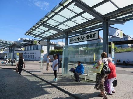 Der Busbahnhof in Friedrichshafen heißt Hafenbahnhof.