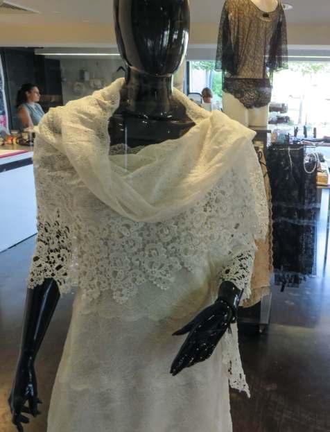 Das Zentrum für Spitze und Mode hat auch einen Shop, in dem man schöne Dessous und Tücher kaufen kann.