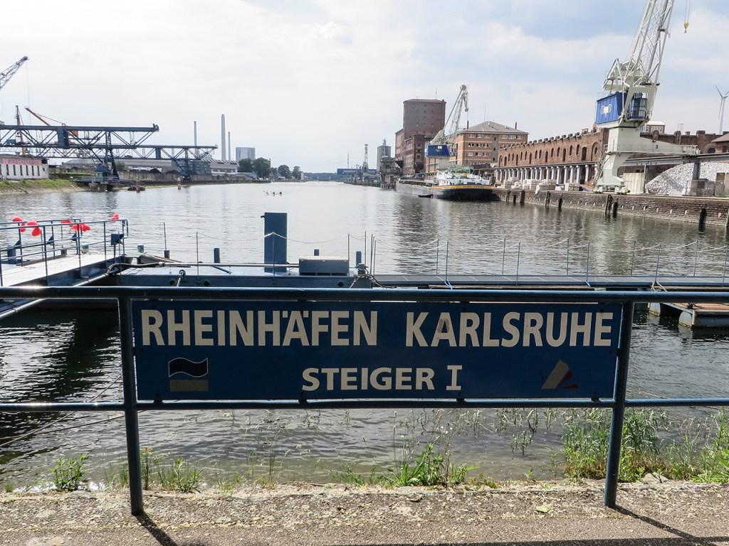 Blick auf den Rheinhafen in Karlsruhe.