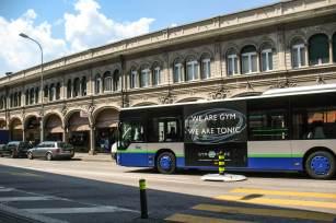 Bus der Linie 5 in der Innenstadt von Lugano.