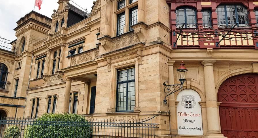 Beinahe schon ein Schloss, das Weingut Müller-Catoir seit 1744 in Familienbesitz.