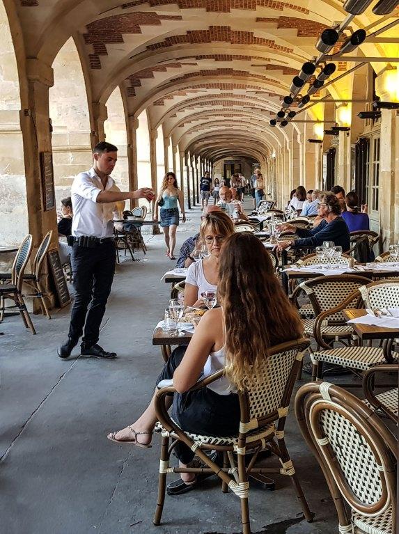 Bistrot unter den Arkaden am Place des Vosges