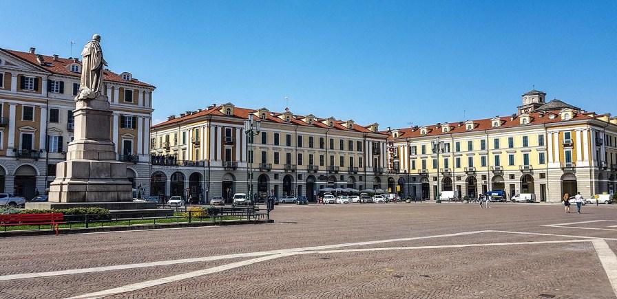 Piazza Galimberti - der zentrale Platz.