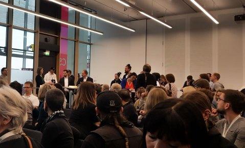 Bloggertreffen auf der CMT 19, der Saal ist voll.