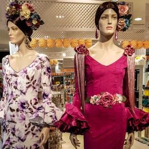 Damenmode im Kaufhaus in Sevilla.