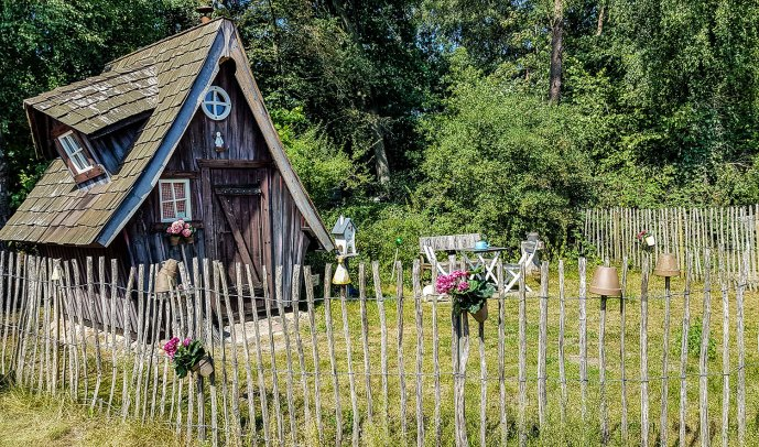 Urige Hütte zum Übernachten.