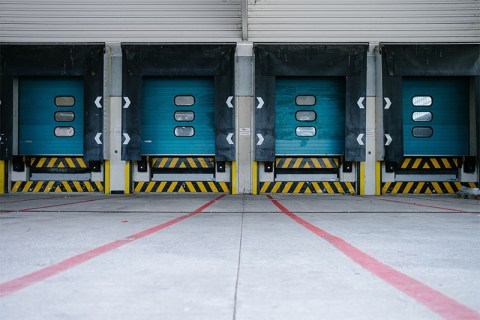 Differences between warehouses and distribution centres