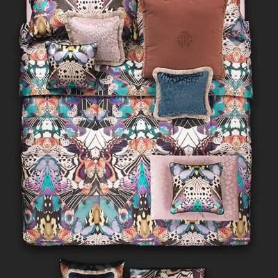 robertocavalli-dekbedovertrek-home-luxe-italaans-dessin-kwaliteit-beddengoed-flying-wings-vlinder-paars-lila-butterfly-wings-satin-easycare