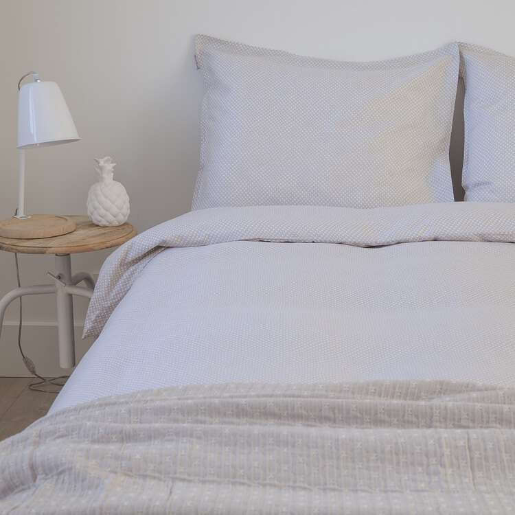 beige dekbedhoes op slaapkamer