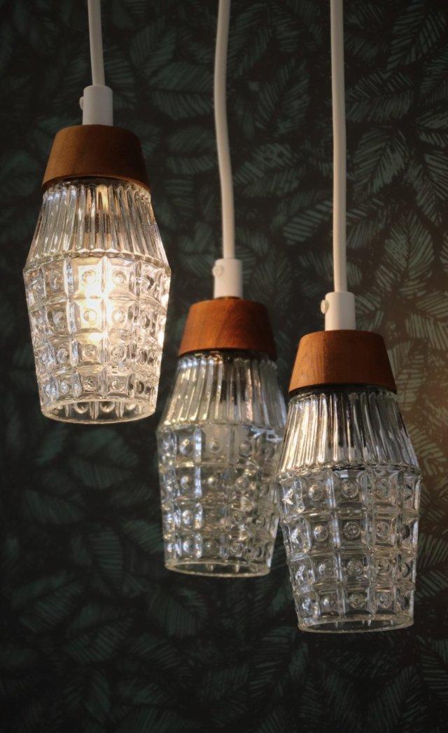 Hängande fönsterlampa med glas med struktur och knopp i teak. 15 cm hög. | Linne & Lump i Laxå ...