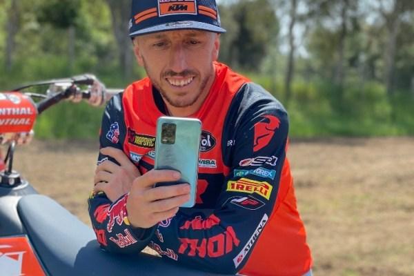 Tony Carioli e la sua KTM con il nuovo relame 8 5G
