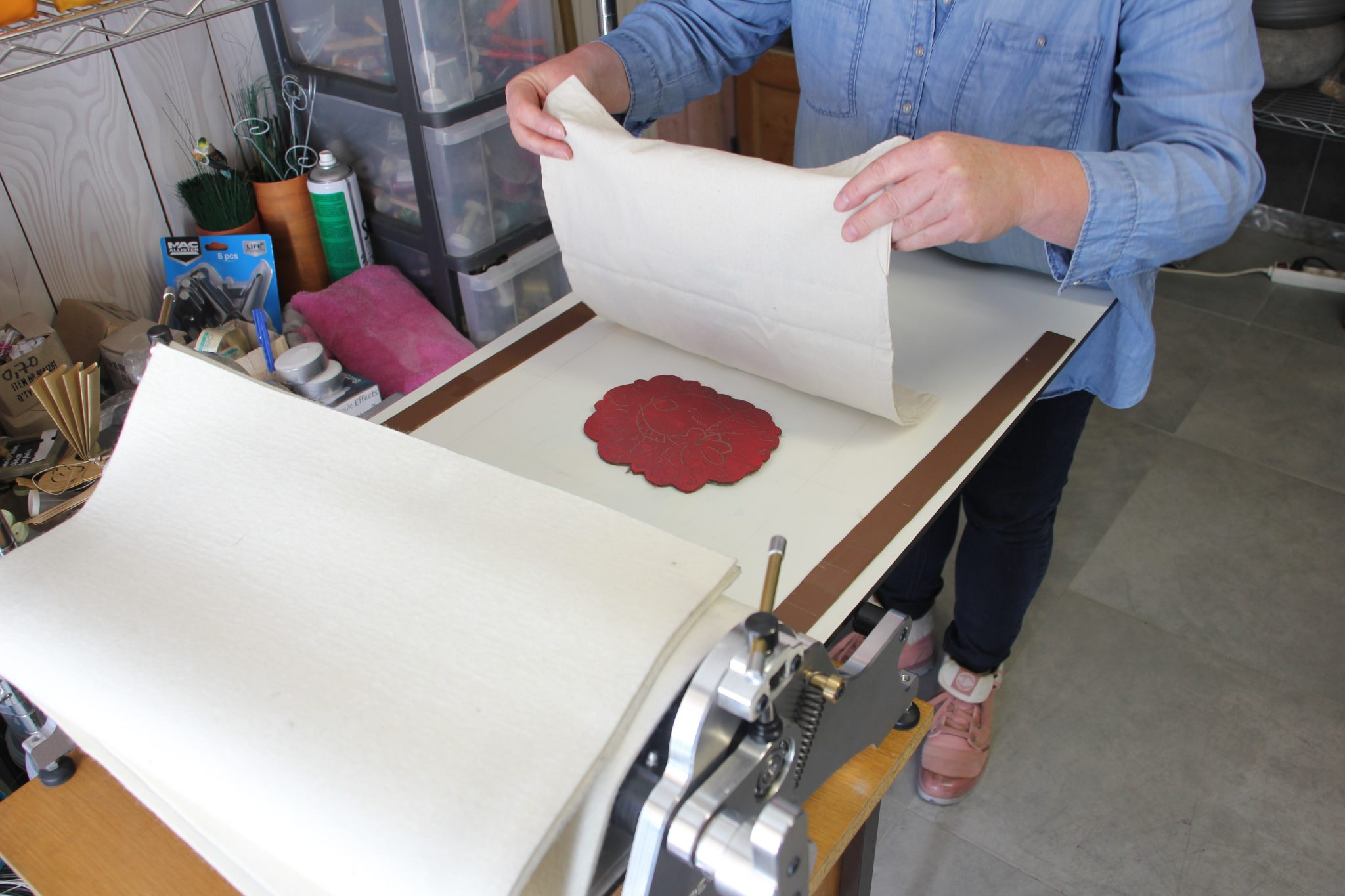 LinoLino, linogravure et créations à partir d'impressions artisanales | Chambéry, France | Atelier initiation à la linogravure dans les Bauges