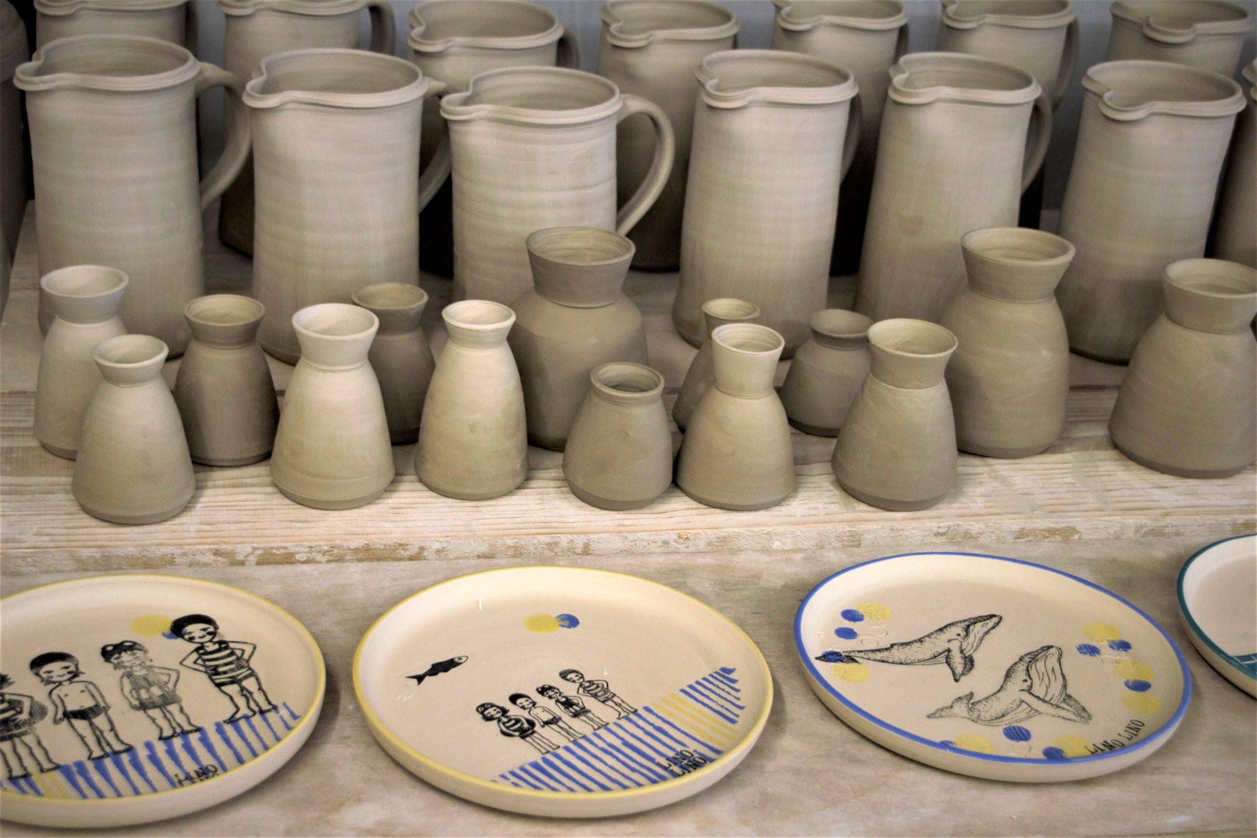 LinoLino | Linogravure et créations à partir d'impressions artisanales | Chambéry, France | Poterie collab Tant que la Terre Tourne Assiettes crues Sardines Baleines
