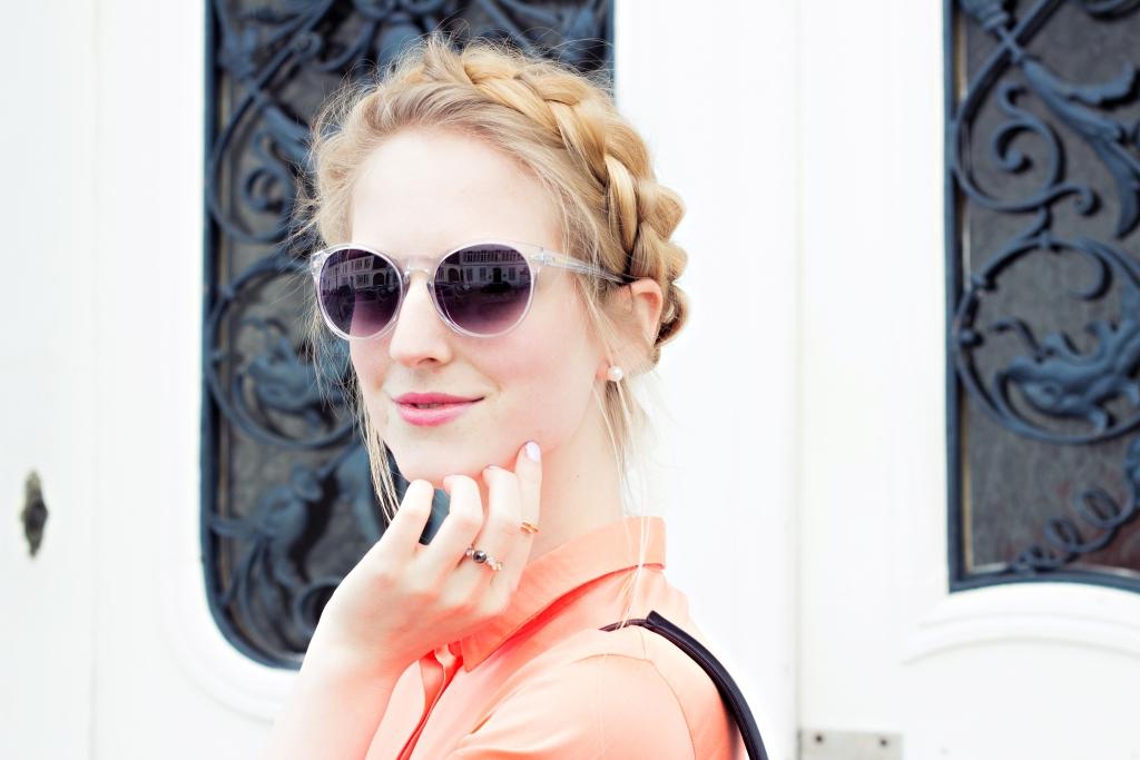frisur-blogger-fingerrine-schmuck-portrait-shooting-sonnenbrille
