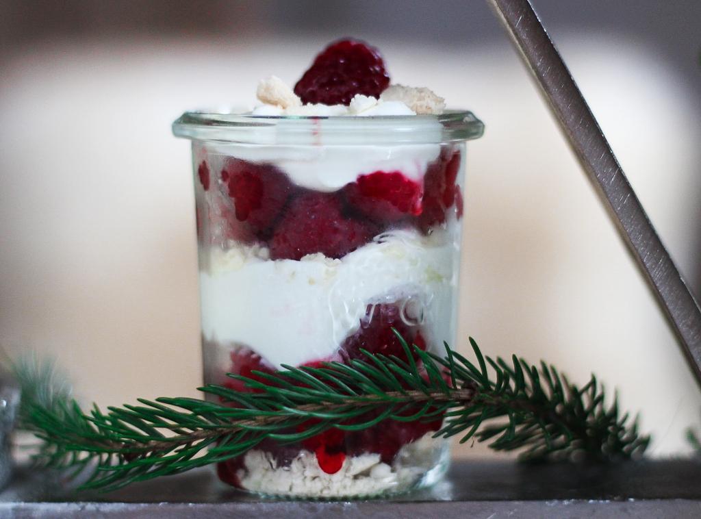 Himbeer Meringue Dessert, Dessert, Nachspeise, Sahne Quark, Himbeeren, Weck, Einmachgläser, lecker, yummy, Silvesterdessert, Dessert für Silvester, perfekt für Silvester