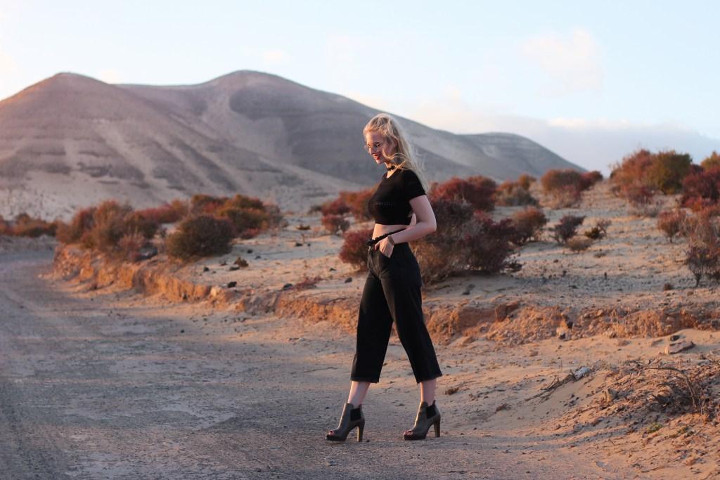 Schlaghose, Culotte, Dessert, Dessert Vibes, Wüste, Fuerteventura, Sommerlook, Sommeroutfit, Blogger, Bloggeroutfit, Wüstenbilder, Kanaren, Outfit mit Schlaghosen