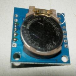 DS1307-RTC felső oldala, az akkumulátorral, CR2032.
