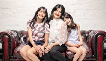 family portraiture mother and daughters
