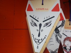 This guy actually drew what he's supposed to draw on this fox-head shaped wooden plank. Other people...