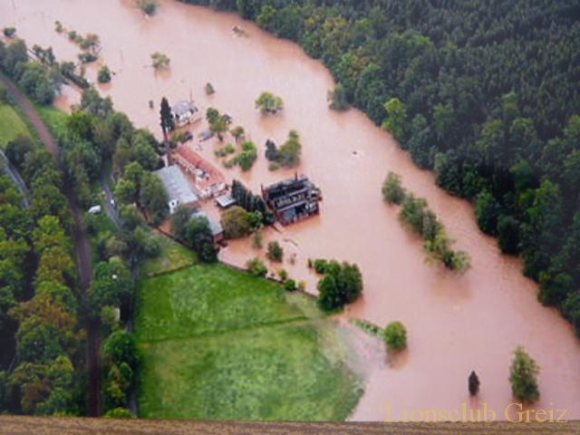 Übergaben weitere Spenden an Flutopfer der Region.