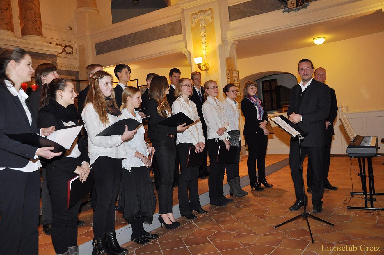 Matthias Grünert und Jugendchor an St. Marien bescheren Adventsträume