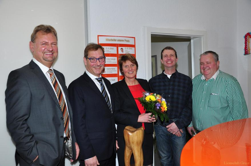 Lions Club Greiz gratuliert Drs. Stirkat zum 25-jährigen Praxisjubiläum