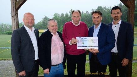 2700 Euro für den Kunstrasenplatz des 1. FC Greiz