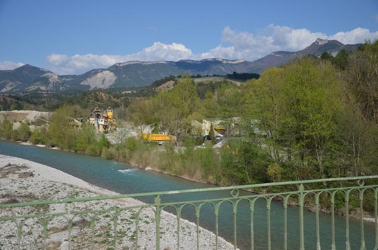 Le site des Claux, vu du pont de la Drôme